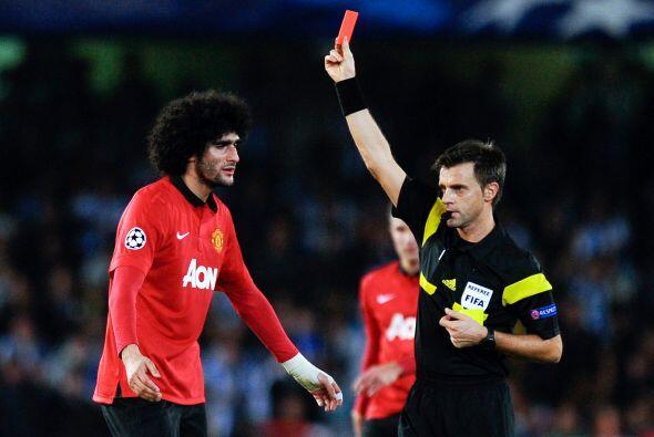 El belga Marouane Fellaini fue expulsado en el último minuto del tiempo...