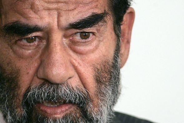 Mientras tanto, en Irak, Saddam Hussein, quien había sido apresado por l...
