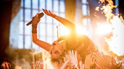 Lady Gaga podría hacer esto mismo, lanzarse sobre sus fans, en el festiv...