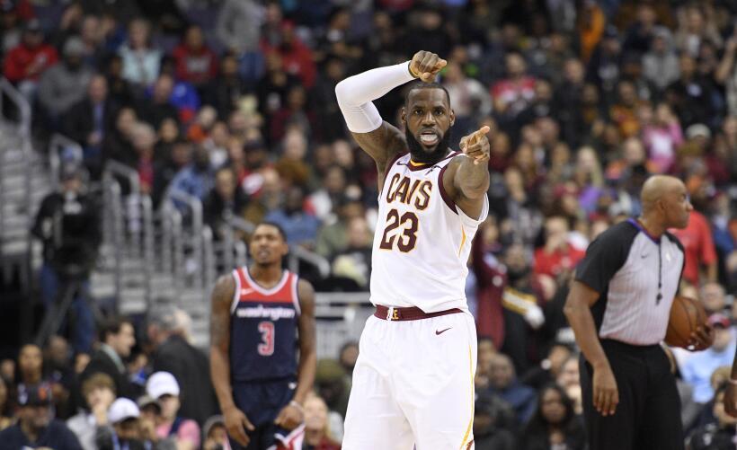 1- LeBron James registró su tercer triple doble consecutivo y los...