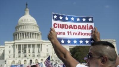 Millones de inmigrantes indocumentados esperan que el Congreso apruebe l...