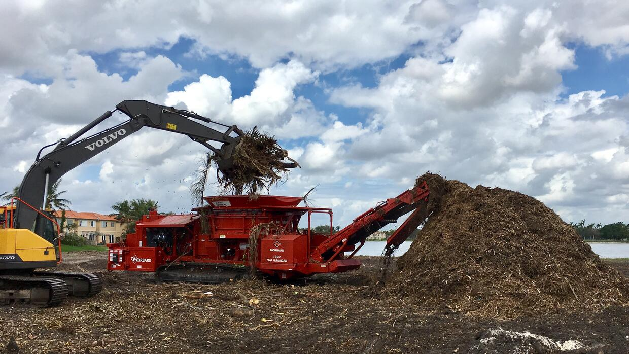 This 20 ton 'tub grinder' is turning part of Miami-Dade County&#...