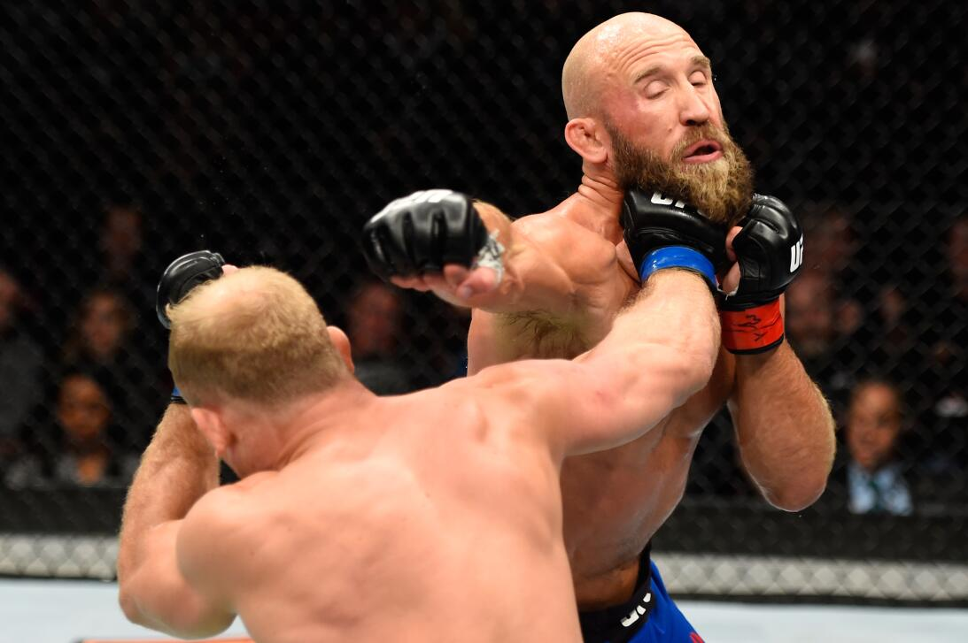 Golpes directos captados en el momento exacto en la UFC Zak Ottow Joshua...