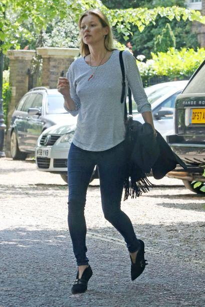 ¡Kate Moss sí que nos sorprendió con tan peculiares zapatos! ¿Botines o...