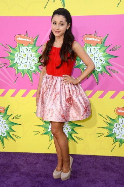 Otro 'must' dentro del guardarropa de Ariana son los tacones en color 'n...