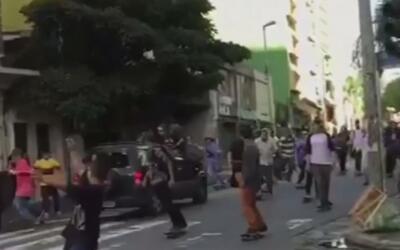 Auto embiste a una multitud de patinadores y desata el caos en Brasil