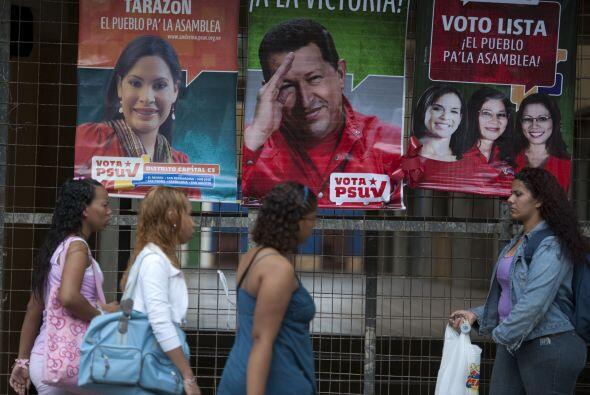 Tres meses después, Chávez sometía a una nueva consulta popular una enmi...