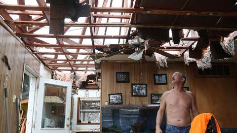 Miles de personas perdieron sus hogares el pasado agosto con el hurac&aa...