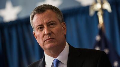 De Blasio ordena a agencias de la ciudad a ayudar a inscribir a los neoyorquinos en el seguro médico