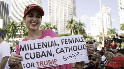 Ashlyn Alfonso muestra su apoyo al republicano en el evento de campaña e...