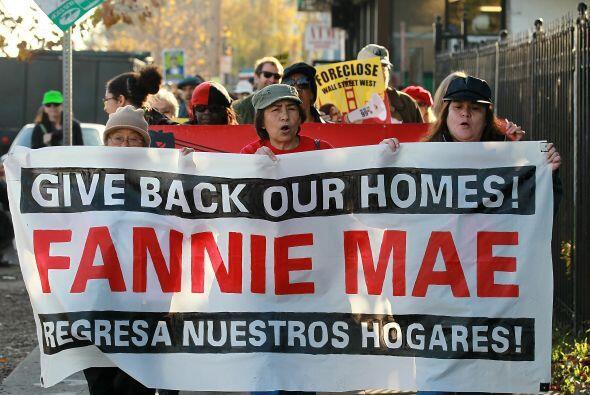 Grupos en más de 25 ciudades realizaron protestas el martes en favor de...