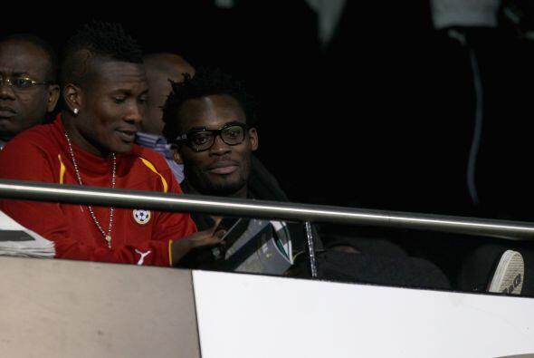 Michael Essien vio el partido desde las gradas.