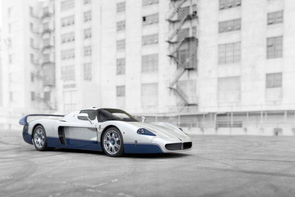 Nacido para para competir en el Campeonato FIA GT, fue desarrollado sobr...