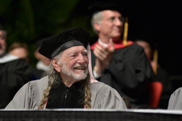 El cantante Willie Nelson recibió un doctorado honorario en M&uac...