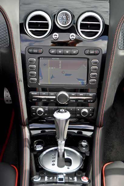 Los diseños de Bentley suelen ser bastante sobrios pero incluyen la últi...