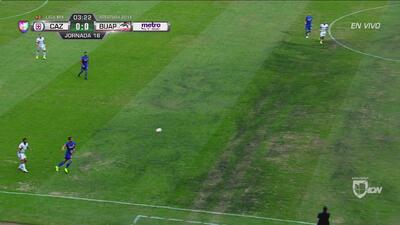 Una vez más, el terreno de juego del Estadio Azteca lució en muy malas condiciones