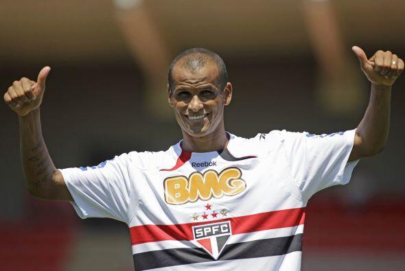 Rivaldo, a sus 38 años, se puso la camiseta del San Pablo y prome...