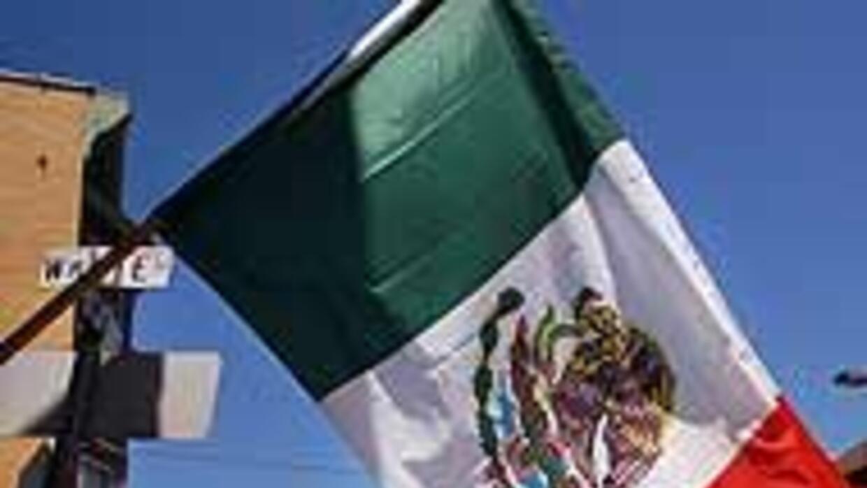 """""""Un día sin mexicanos"""" fracasó en paso fronterizo de México y Estados Un..."""