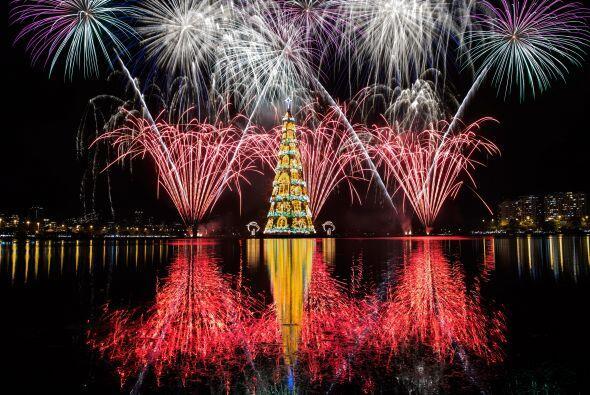 Este hermoso monumento se inauguró el pasado sábado por la noche acompañ...