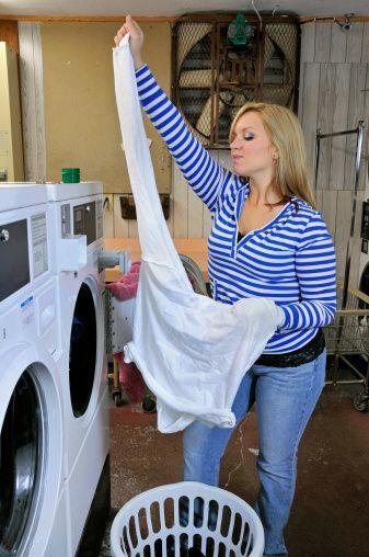 Un súper 'tip' ¡es lavar la ropa por el revés!  Así reducirás la aparici...