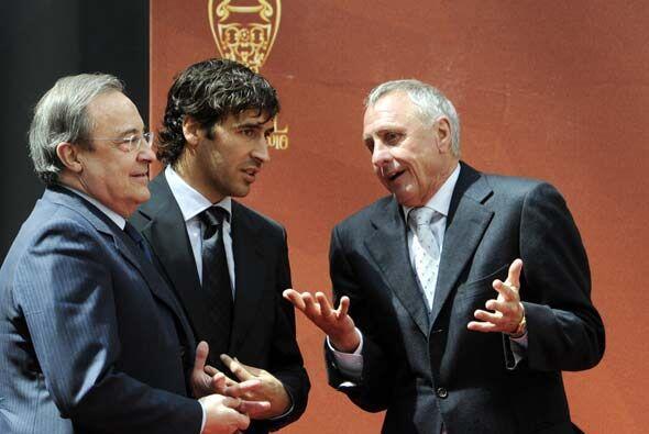 ¿Qué le dirá Cruyff a Raúl y Florentino Pérez? A lo mejor les explica po...