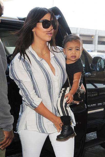 Así llegaron Kim, Kanye y Nori al aeropuerto de Los Ángeles.
