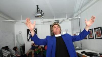 El Reverendo Billy predica contra la manía de comprar de los norteameric...