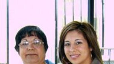 María Corrales junto a su madre. Ella cuenta que su mamá siempre la prot...