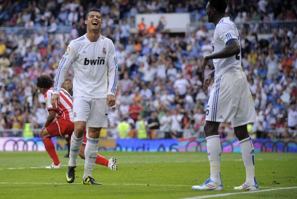 Luego Adebayor marcó triplete para dejar el partido 6 a 1 en lo que pued...
