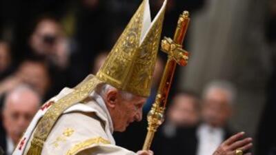 El papa Benedicto XVI durante la ceremonia litúrgica del 1 de enero en l...