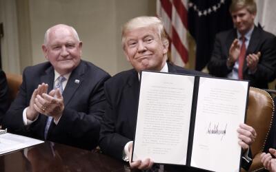 En abril de 2017 el presidente Trump firmó una orden ejecutiva pa...