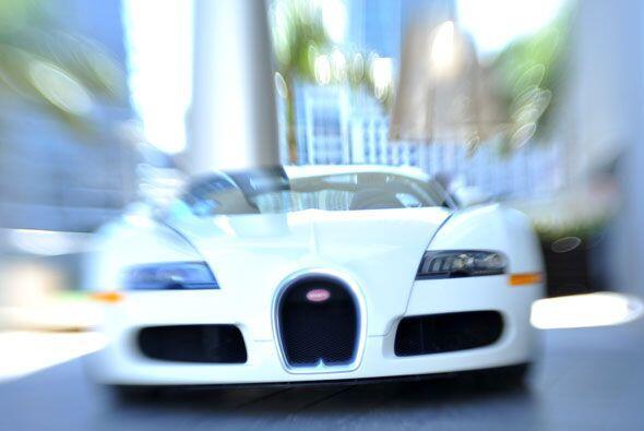 El Bugatti Veyron Grand Sport 2010 es el convertible más rápido y más ex...