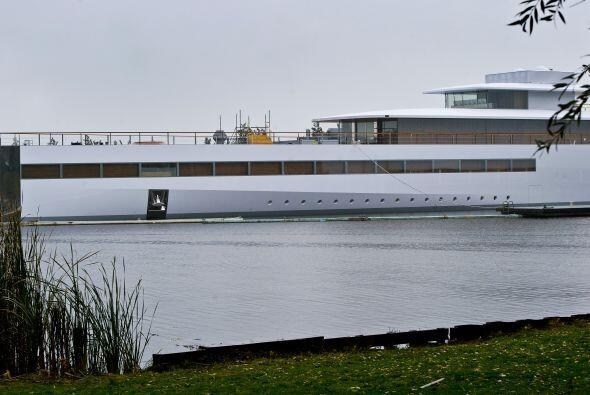 Esta embarcación tiene entre 229.66 y 262.47 pies de largo.