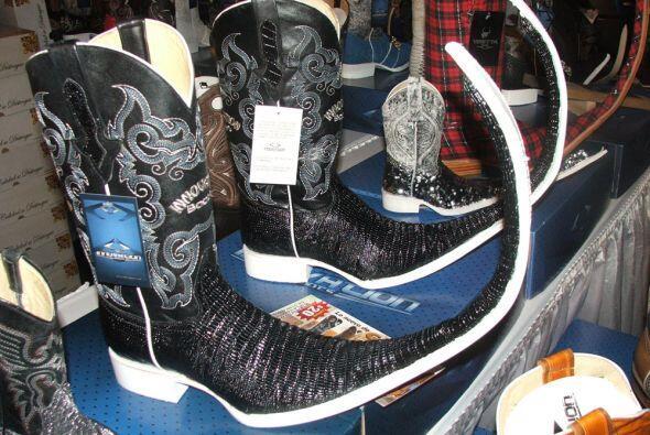 También hubo una exhibición de botas tribales.