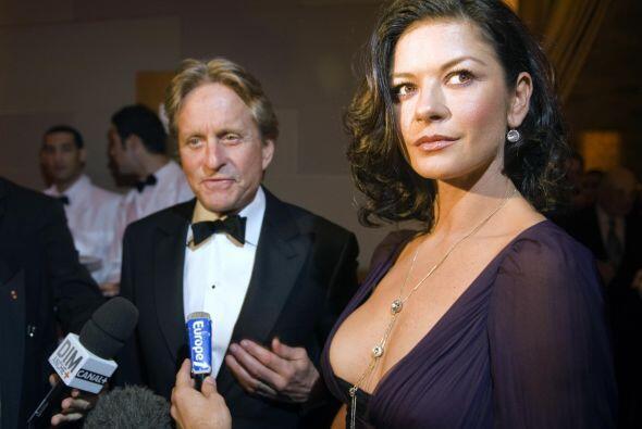 Zeta-Jones y su esposo, Michael Douglas, levantaron una demanda y en el...