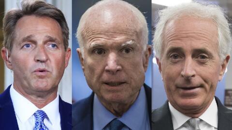 Los senadores Jeff Flake, John McCain y Bob Corker pueden representar un...