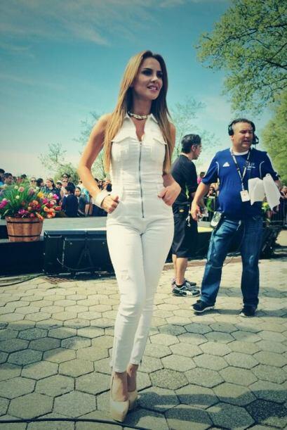 """""""La fotico del look de hoy en @DespiertaAmeric es de #guess"""", dijo Ximen..."""