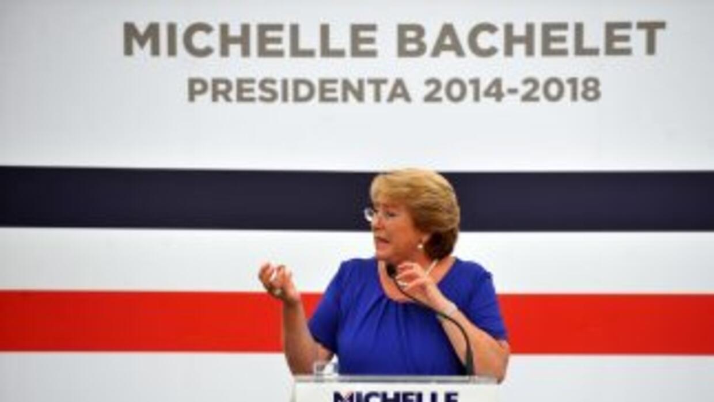 La socialista Michelle Bachelet revalidó este domingo su triunfo en las...