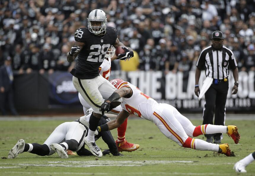 Los Kansas City Chiefs vencieron 34 - 20 a los Oakland Raiders para liga...