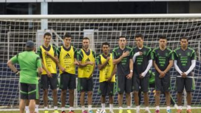 Ligera sesión de entrenamiento de México después del triunfo de 3- 1 ant...