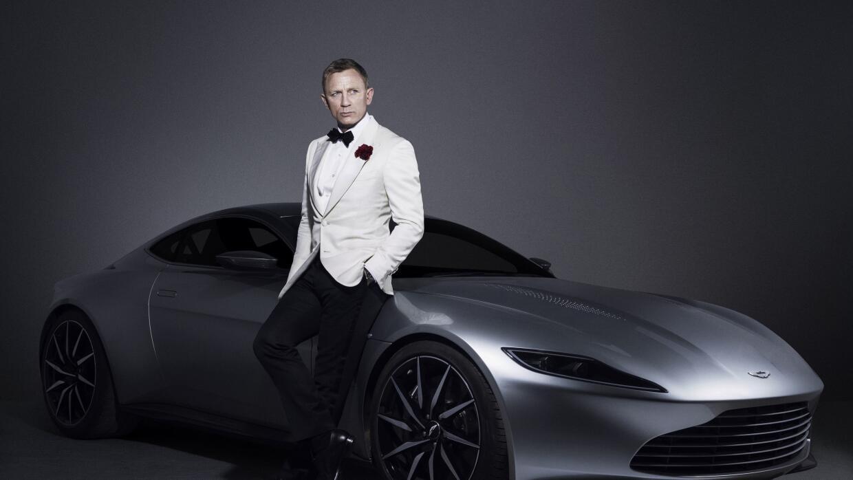 Foto promocional de Specter con Daniel Craig y el Aston Martin DB10
