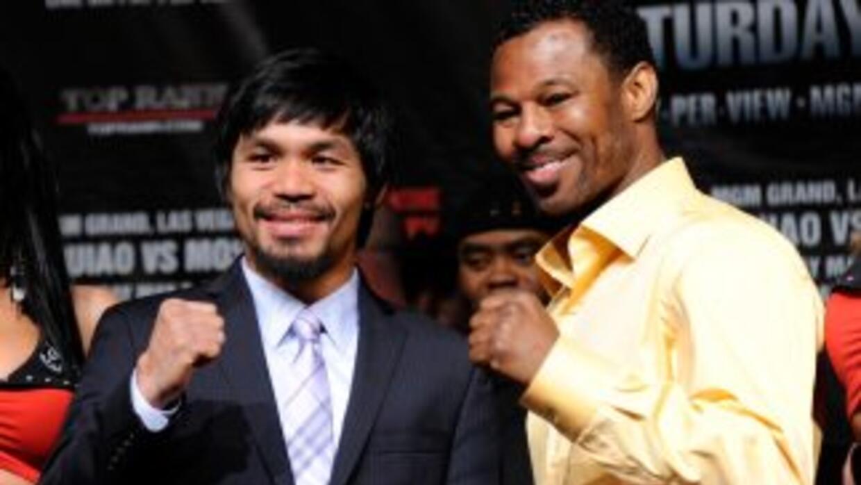 Manny Pacquiao y Shane Mosley calientan motores previo a su pelea del 7...