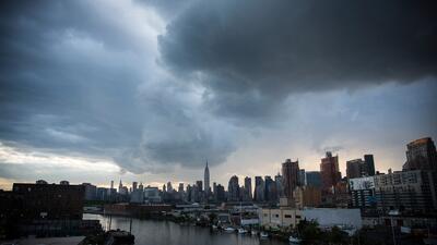 Viernes fresco y de cielo mayormente nublado en Nueva York
