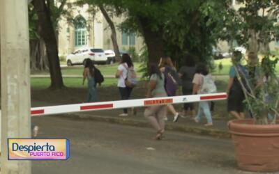 Estudiantes regresan a clases en el recinto universitario de Río Piedras