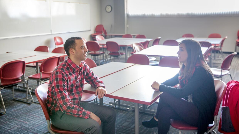 Al establecer una relación con los estudiantes, los maestros tienen la o...