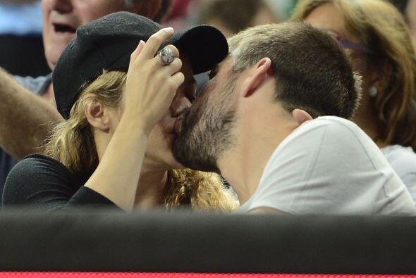 Shakira intentó ocultar su rostro con la gorra.