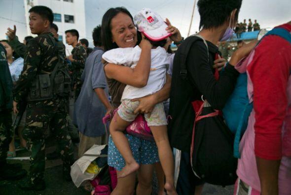 Una vecina de Tacloban rememoró cómo ella y sus tres hijas...