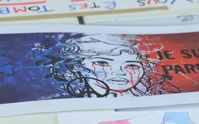 Homenajes a los ataques de París inmortalizados en archivos