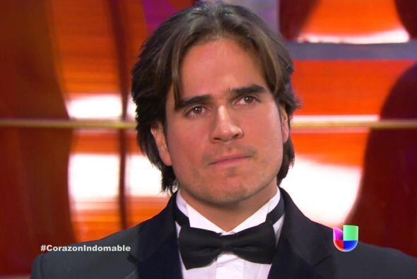 Octavio siente el rechazo de Maricruz y se enoja.