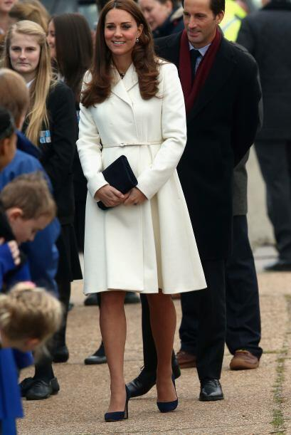 Con seis meses de embarazo Kate no se baja de los tacones.